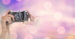 一部分的摄影师在色的光背景中的拍照片 库存照片