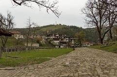 一部分的有宾馆的Etar村庄老建筑风格的 库存图片