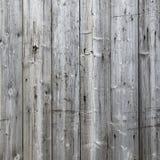 一部分的有灰色被风化的板条的篱芭 免版税图库摄影
