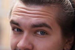 一部分的有胡子的面孔年轻欧洲人 免版税库存图片