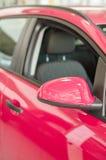 一部分的桃红色汽车。 库存图片