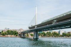 一部分的桥梁在连接亚洲零件的伊斯坦布尔用城市的欧洲部分 建筑学  免版税图库摄影