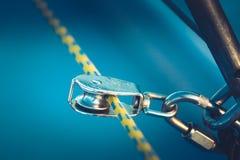 一部分的游艇的索具 关闭 免版税库存照片
