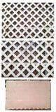 一部分的白色乙烯基对角格子篱芭 免版税库存图片