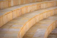 一部分的石头在圆形剧场盘旋了台阶,户外 库存图片