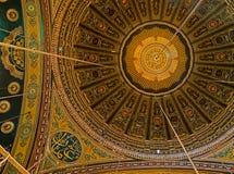一部分的穆罕默德A伟大的清真寺的被装饰的天花板  库存照片