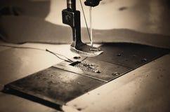 一部分的缝纫机和织品 水平,乌贼属, monochrom 免版税图库摄影