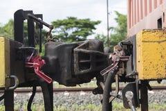 一部分的老火车,连接在来路不明的飞机之间 图库摄影