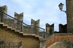 一部分的老砖和石墙/砖墙/堡垒 墙壁我 免版税库存图片