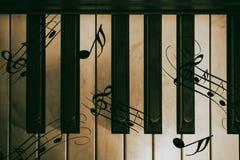 一部分的老钢琴 图库摄影