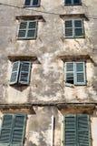一部分的葡萄酒门面古老欧洲房子 图库摄影