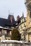 一部分的西奈,罗马尼亚建筑学从19世纪 在冬天 免版税库存照片