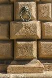一部分的阿尔罕布拉宫宫殿墙壁在西班牙 免版税图库摄影