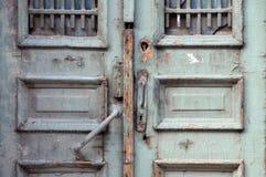 一部分的破旧的门在第比利斯 库存图片
