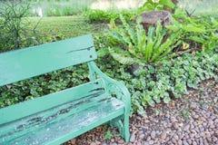 一部分的绿色长木凳在公园 库存图片