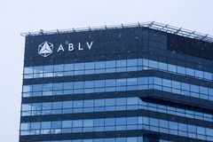 一部分的ABLV在降雪期间的银行房子 库存照片