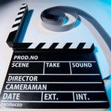 一部电影拍板和录影影片电影的特写镜头在一轻的backg的 库存照片