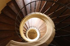 一部螺旋形楼梯在我们的夫人和圣约翰的做法的教会里浸礼会教友 库存图片