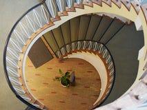一部螺旋形楼梯的下侧看法 库存图片