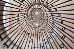 一部螺旋形楼梯的看法 无限 库存图片