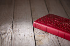 一部装饰妇女` s圣经 免版税库存照片