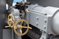一门船` s大炮的控制细节特写镜头有视域和b的 库存图片