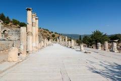 一间典型的罗马大教堂的专栏在以弗所,土耳其 免版税库存照片