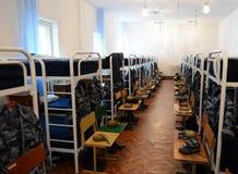 一间卧室在军校学生营房 图库摄影