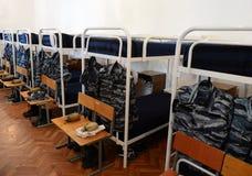 一间卧室在军校学生营房 免版税图库摄影