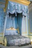 一间卧室的内部在宫殿 免版税库存图片