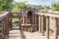 一间古老犹太教堂的遗骸在古老犹太人居住地el Kanatir废墟的-照顾在戈兰高地的曲拱 库存照片