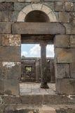 一间古老犹太教堂的遗骸在古老犹太人居住地el Kanatir废墟的-照顾在戈兰高地的曲拱 图库摄影