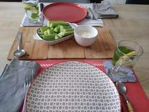 一顿可口膳食用黄瓜和调味汁 免版税库存图片