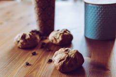 一顿快的早餐-面包和咖啡 免版税库存照片