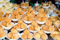 一顿快餐用油煎的虾 免版税库存照片