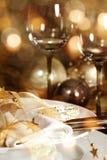 一顿欢乐晚餐的圣诞节装饰 免版税库存图片