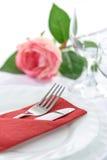 一顿浪漫晚餐的表设置 免版税图库摄影
