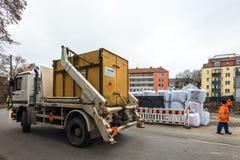 一颗WW2炸弹的处置在奥格斯堡,德国 库存照片