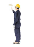 一件制服的工作者使用漆滚筒绘无形的f 免版税图库摄影