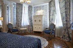 一间卧室的内部豪华别墅的 图库摄影