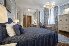 一间卧室的内部豪华别墅的 库存照片