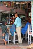 一间地方理发店在博克拉,尼泊尔 库存图片