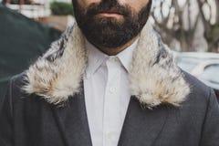 一件外套的细节在阿玛尼时装表演大厦之外的为米兰人的时尚星期2015年 免版税库存照片