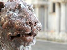 一头大理石狮子的古老雕象在威尼斯海岛  免版税库存照片