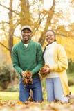 一件年轻夫妇藏品叶子的画象 库存图片