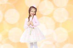 一件桃红色礼服的典雅的小女孩 图库摄影