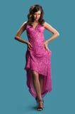 一件桃红色礼服的妇女 免版税库存照片