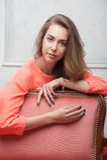 一件桃红色礼服的妇女 免版税图库摄影