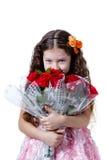 一件桃红色礼服的美丽的小女孩有英国兰开斯特家族族徽花束的  免版税库存照片