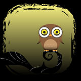 一头棕色猫头鹰在树坐 免版税库存图片